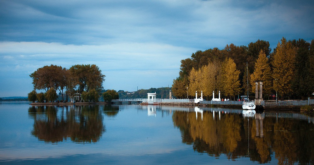 Island of lovers in the center of Ternopolsky pond.