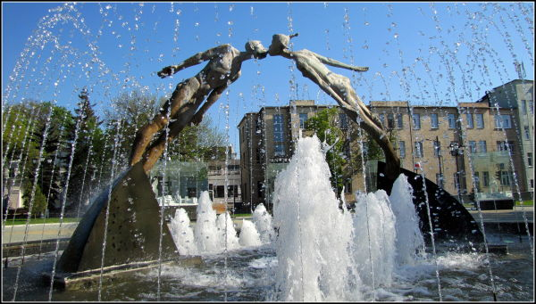 A monument to lovers in Kharkiv